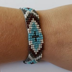 American Eagle adjustable flat beaded bracelet